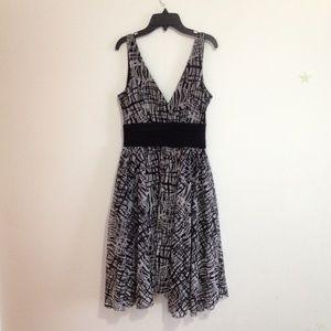 black/white ruched waist v neck dress